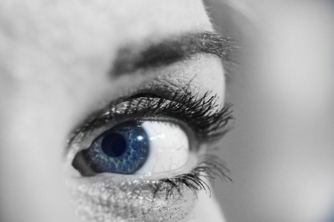 ojo chica azul